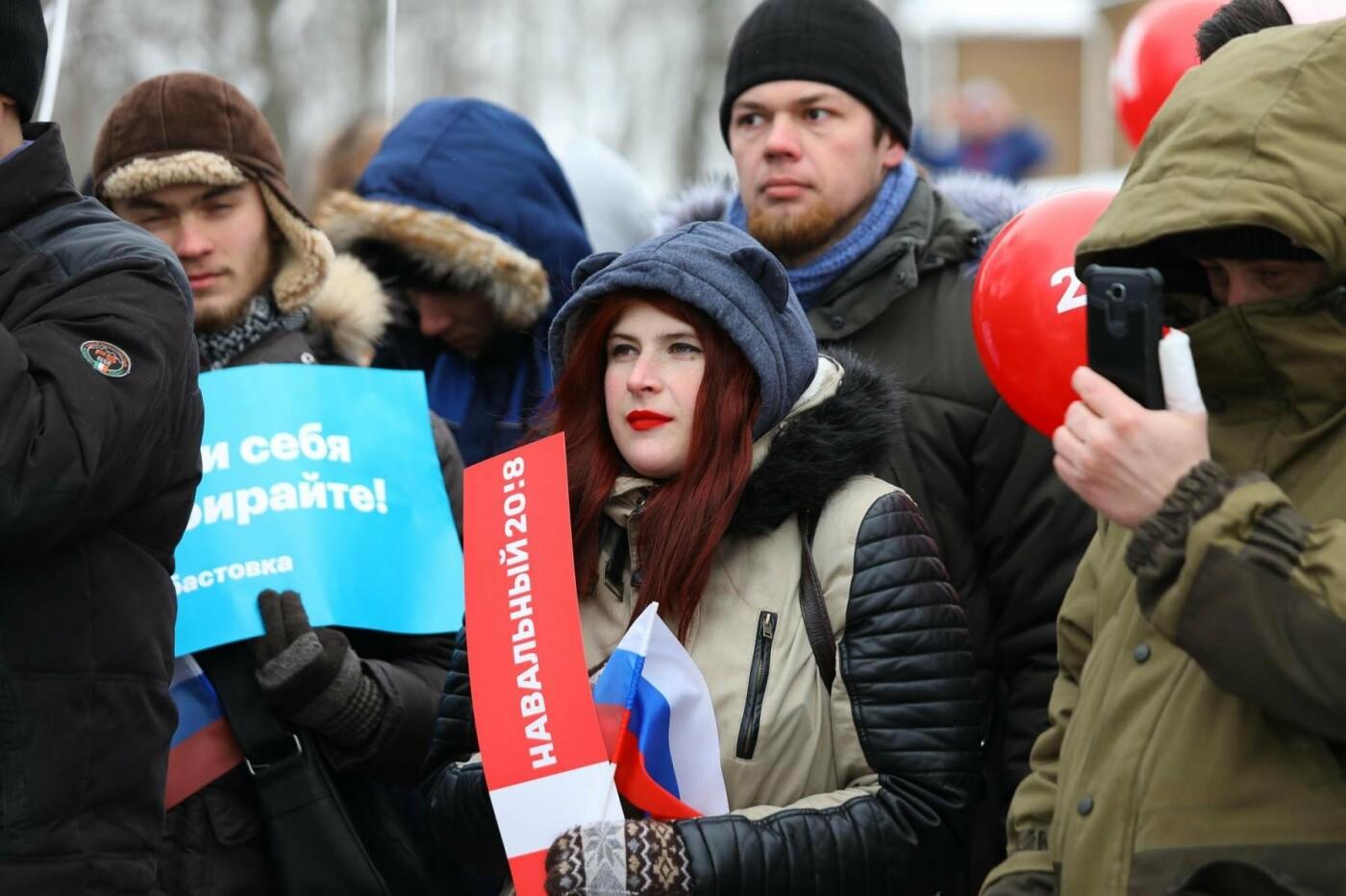 В Белгороде у Дома офицеров прошла «забастовка избирателей» — фоторепортаж, фото-35