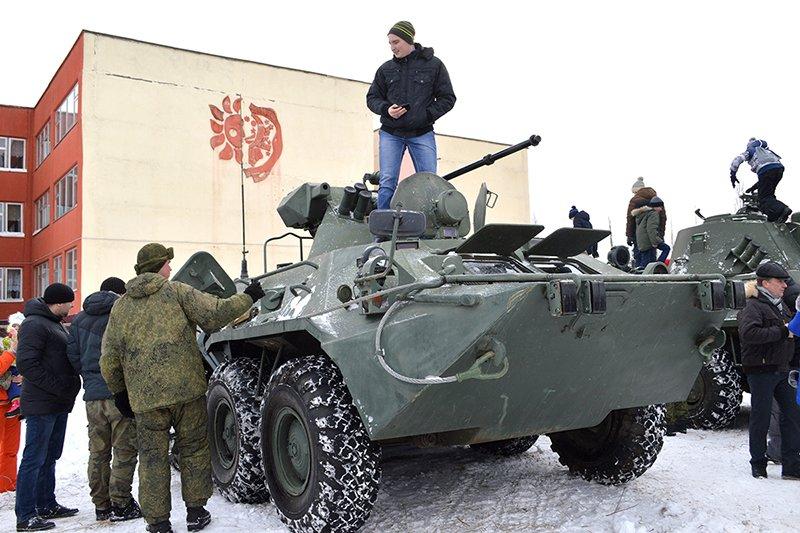 В Новом Осколе реконструкторы показали бой за освобождение города, фото-1