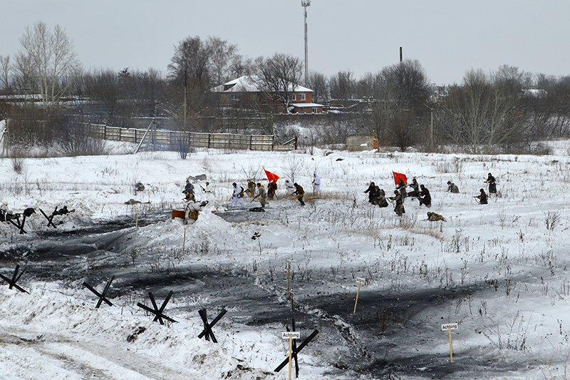 В Новом Осколе реконструкторы показали бой за освобождение города, фото-2