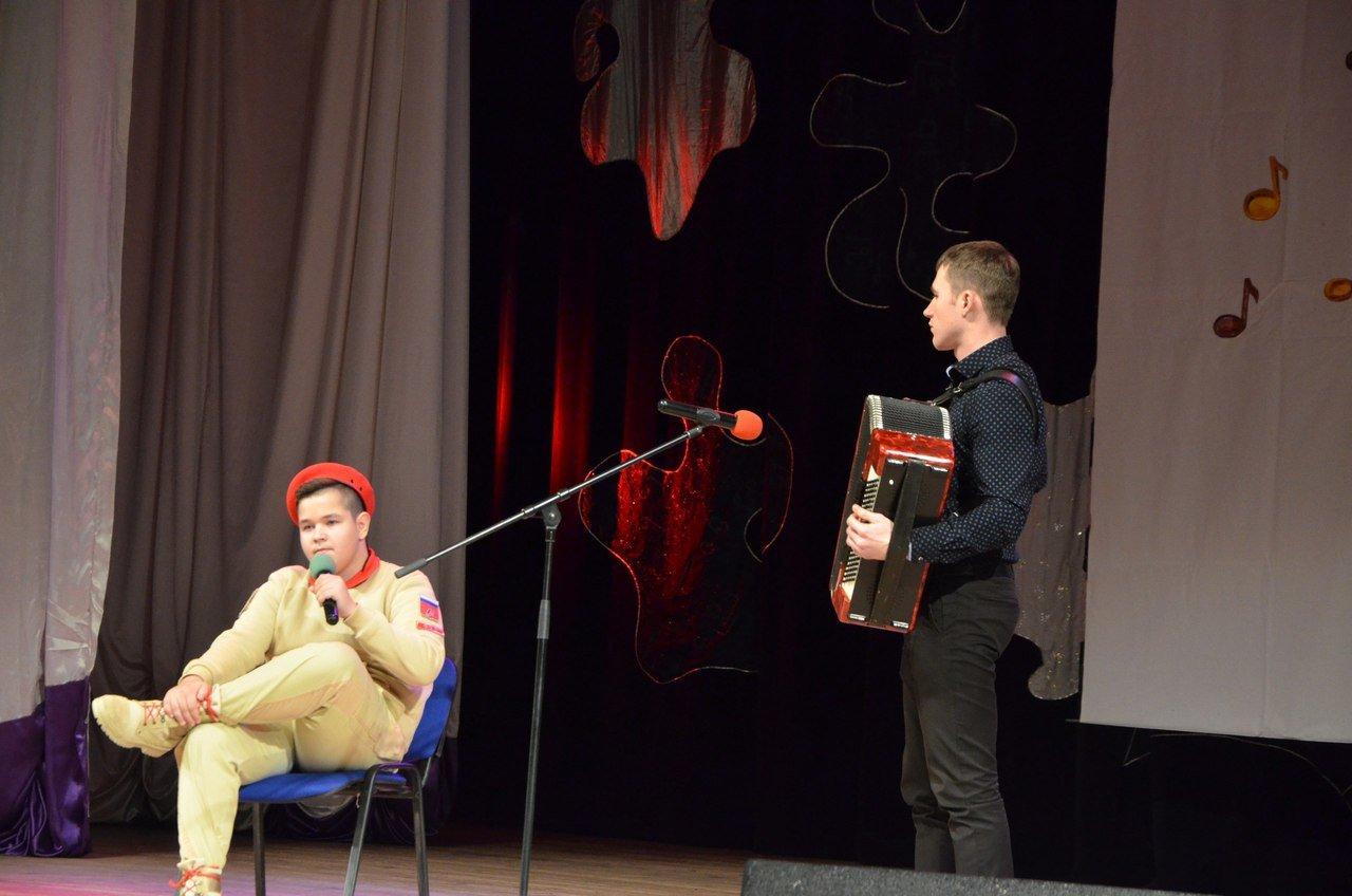 «Пели сердцем и душой». В Белгороде прошёл областной фестиваль военно-патриотической песни среди юнармейцев, фото-1