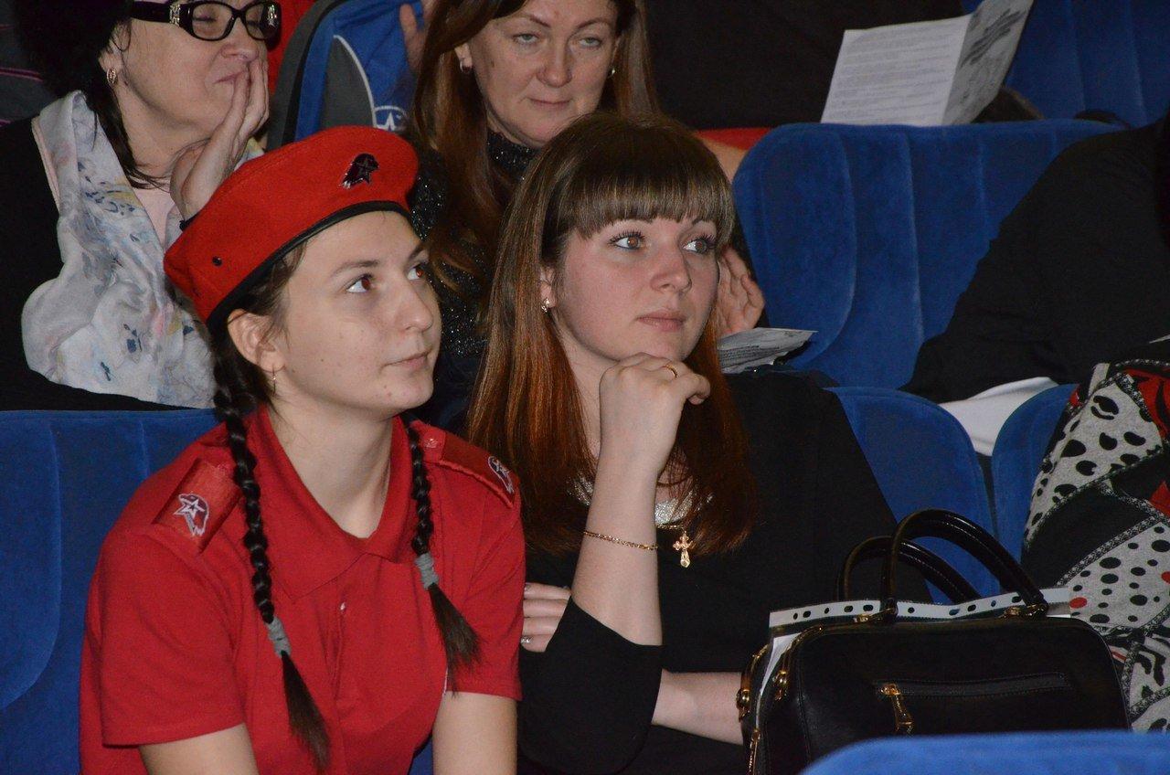 «Пели сердцем и душой». В Белгороде прошёл областной фестиваль военно-патриотической песни среди юнармейцев, фото-4
