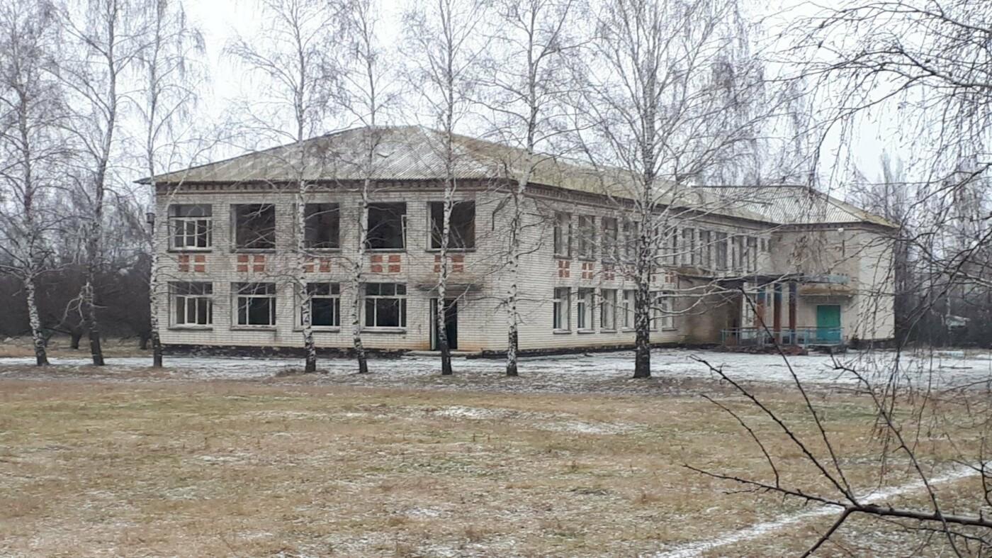В Белгородской области жители растащили закрытую школу на лом, фото-2