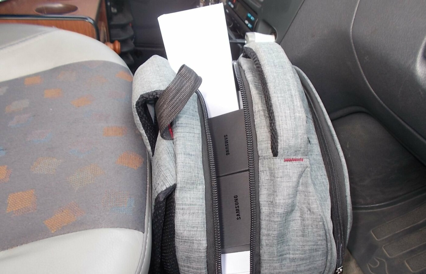 На границе под Белгородом задержали партию контрабандных смартфонов, фото-1