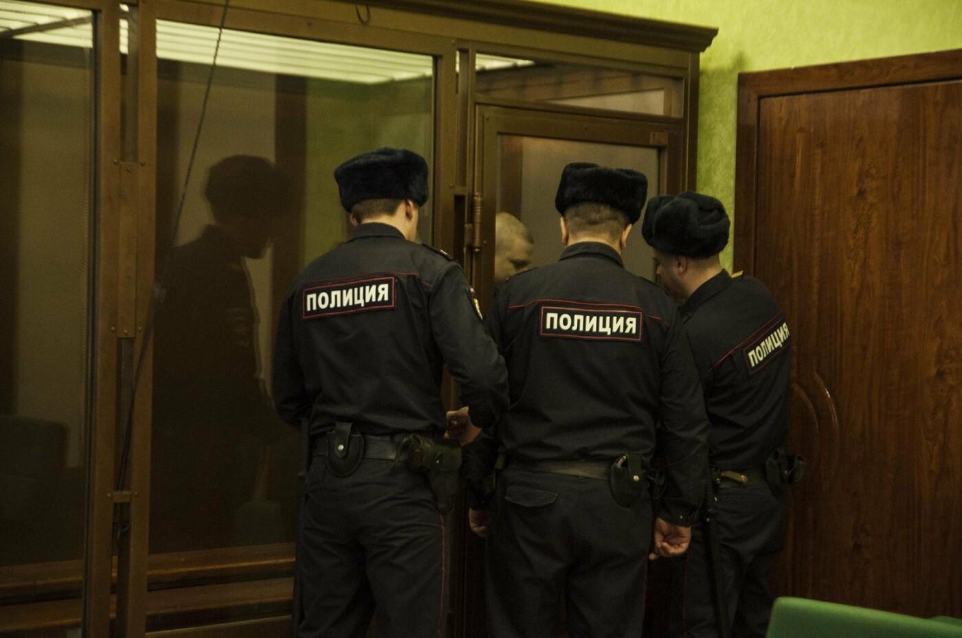 Михаила Саплинова уводят из зала суда - Фото Марии Литвиновой