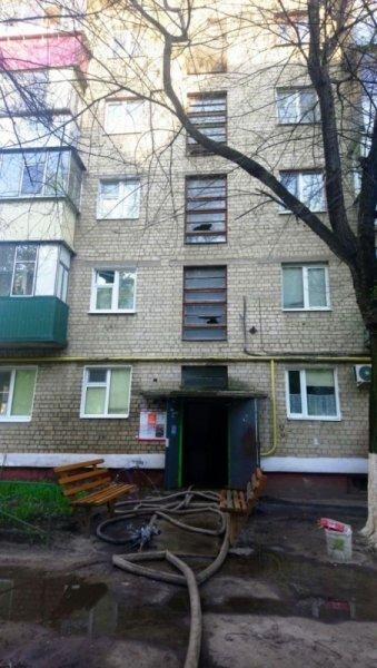 В Белгороде жильцов пятиэтажки эвакуировали из-за пожара, фото-2