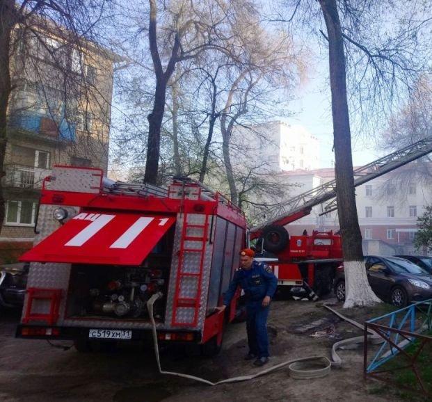 В Белгороде жильцов пятиэтажки эвакуировали из-за пожара, фото-1
