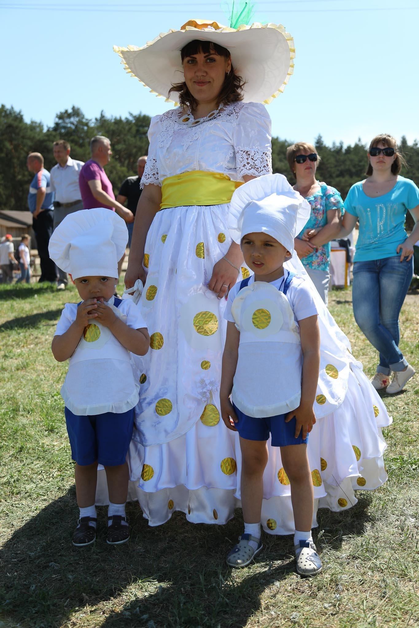 «У кого яйца, тот и прав». Как жители вымышленного города создают культ яичности, фото-21
