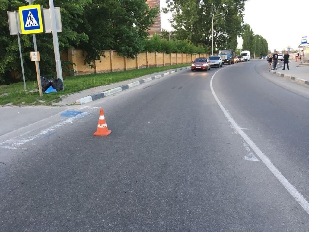 В Шебекине разыскивают водителя, сбившего женщину на зебре, фото-1