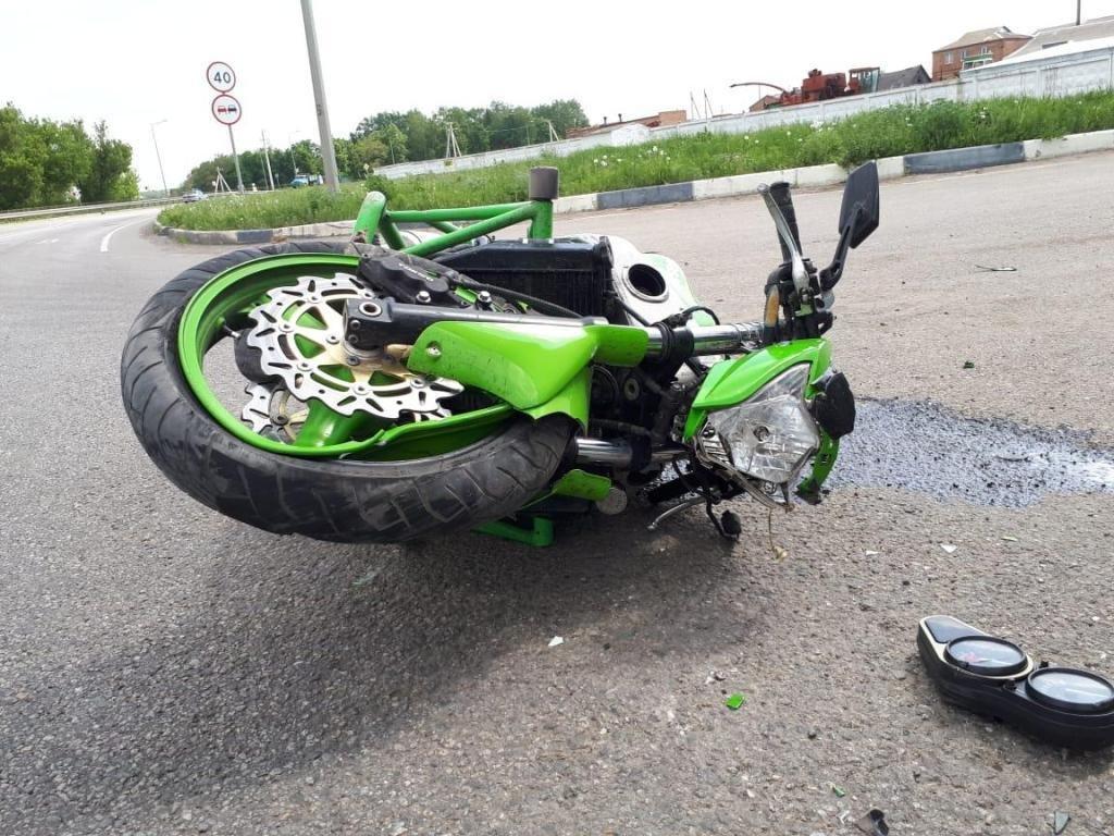 Мотоциклист устроил аварию под Белгородом, фото-2