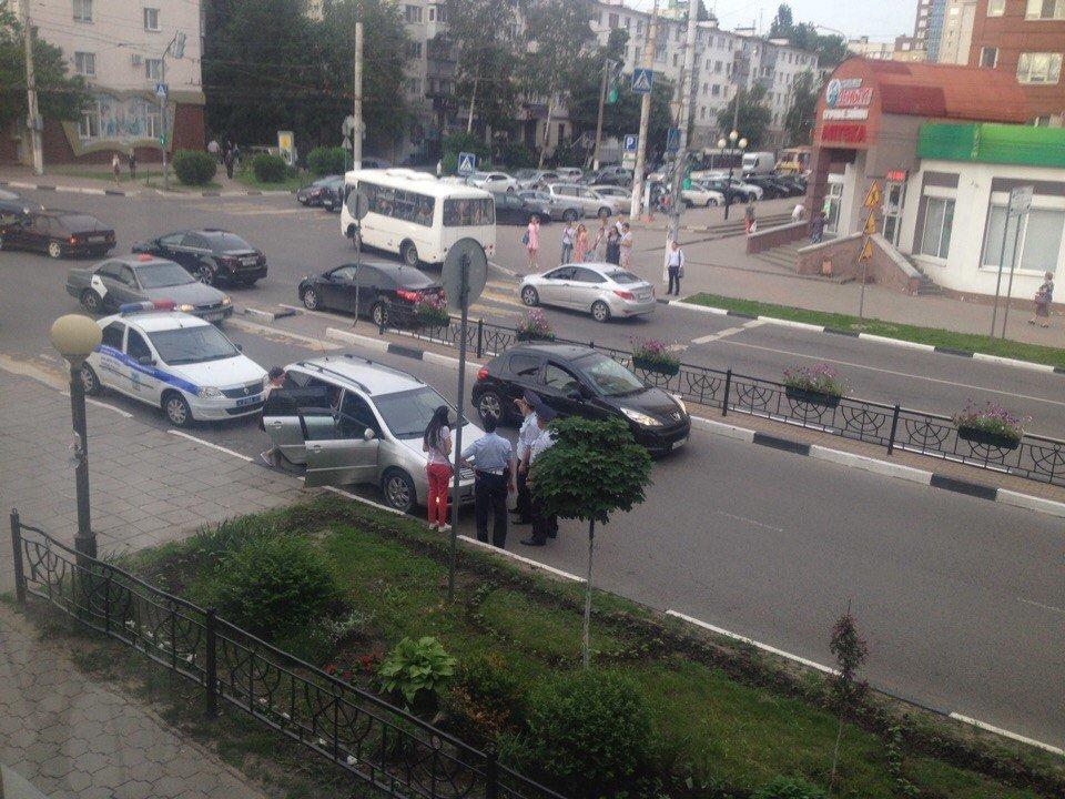 На перекрёстке Белгородского проспекта и Попова сбили 12-летнего мальчика, фото-1, Фото Александра Пыжа