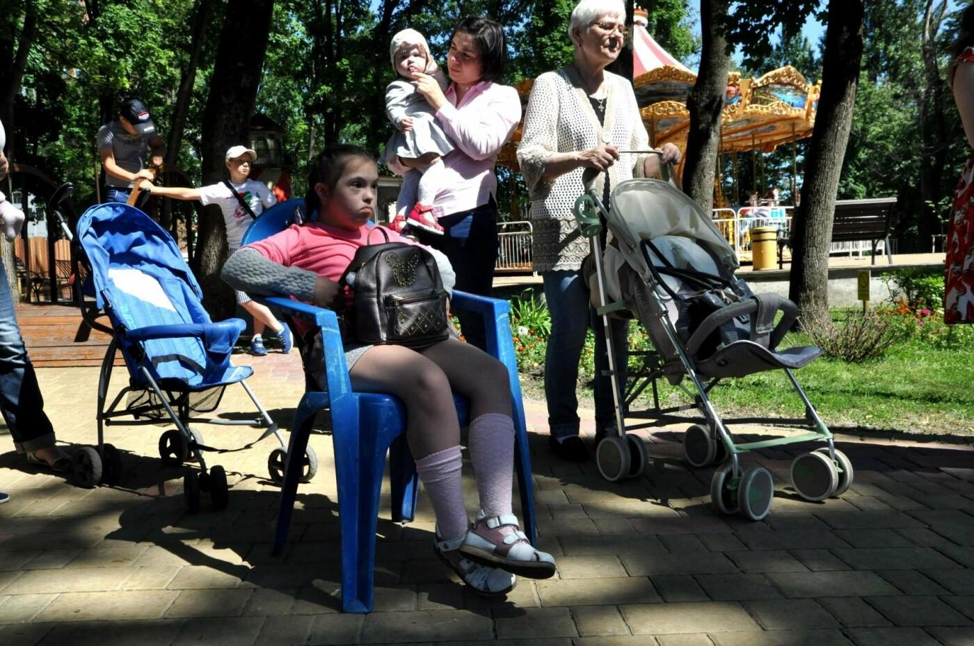 Увидеть мамиными глазами. В Центральном парке открылась выставка снимков «солнечных» детей, фото-14