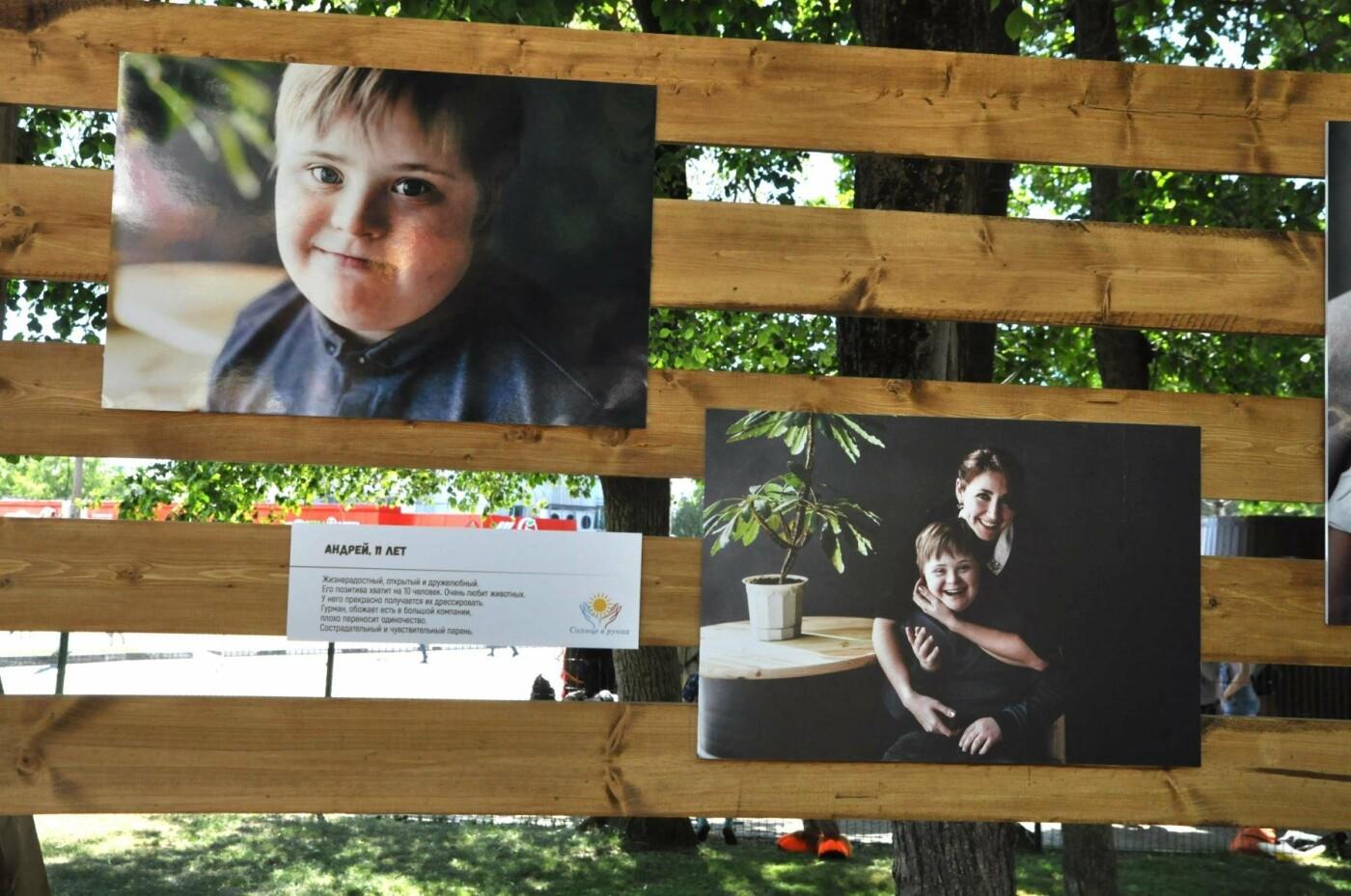 Увидеть мамиными глазами. В Центральном парке открылась выставка снимков «солнечных» детей, фото-9