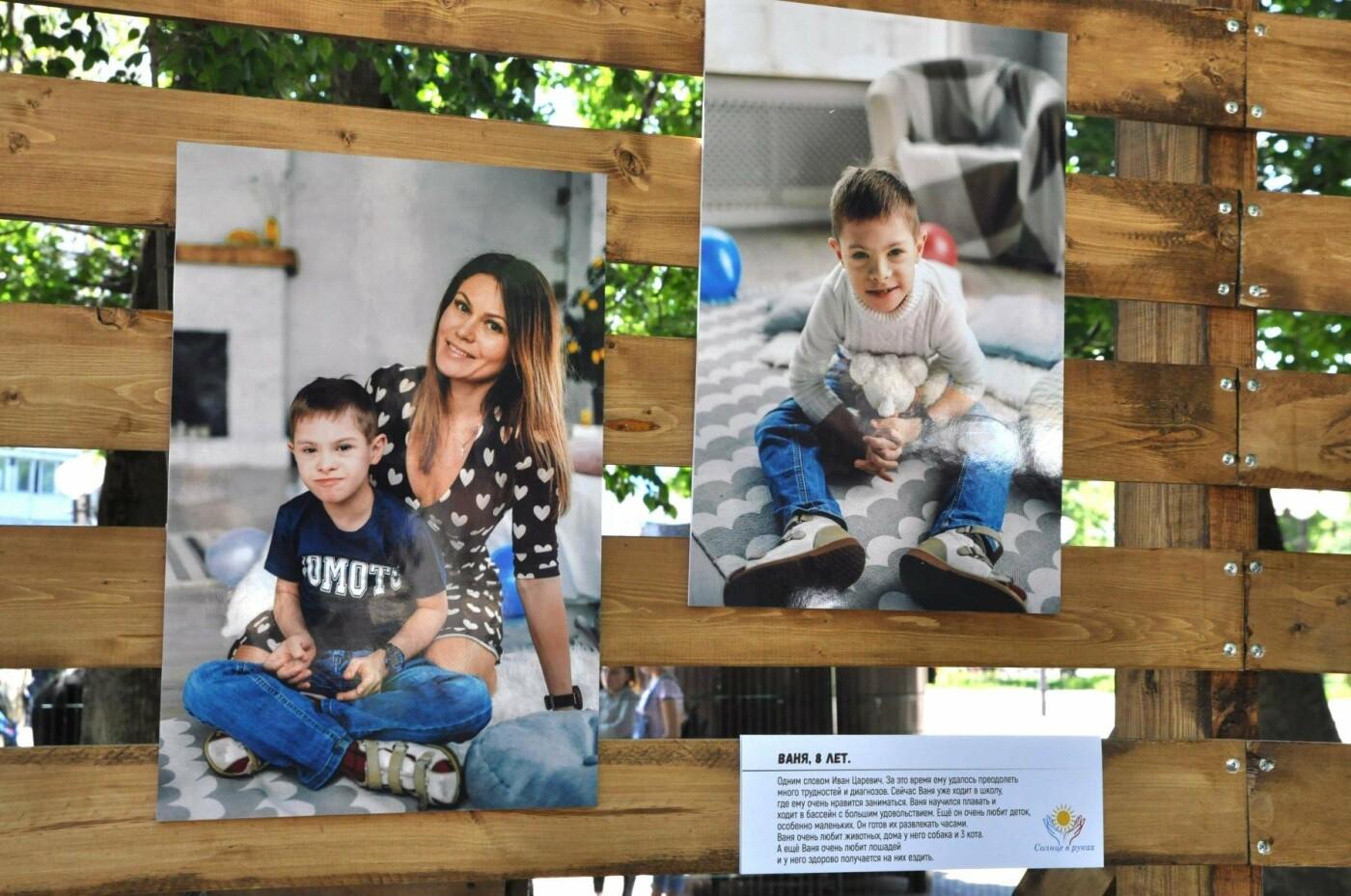Увидеть мамиными глазами. В Центральном парке открылась выставка снимков «солнечных» детей, фото-10