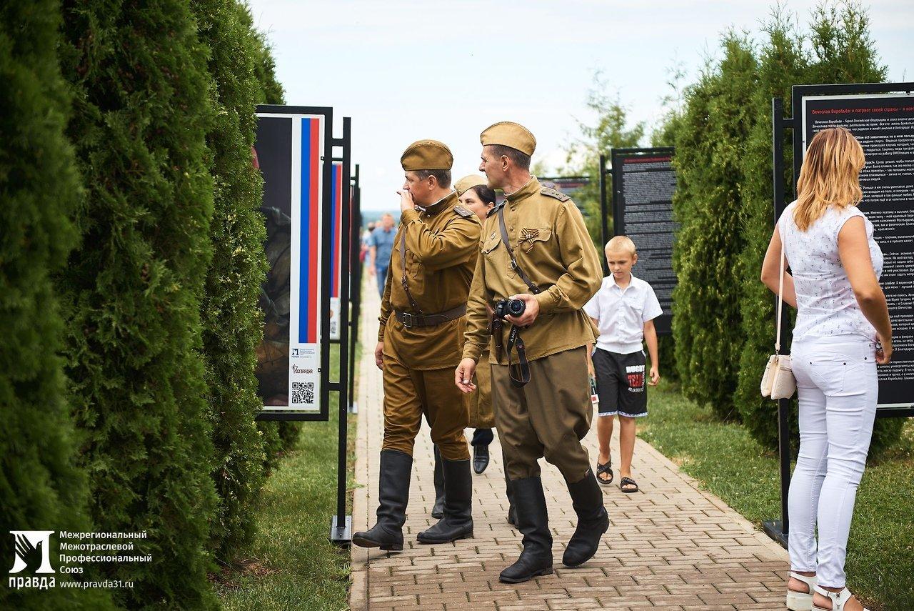 Фотовыставку «Герои среди нас» открыли на Третьем Ратном поле России, фото-8