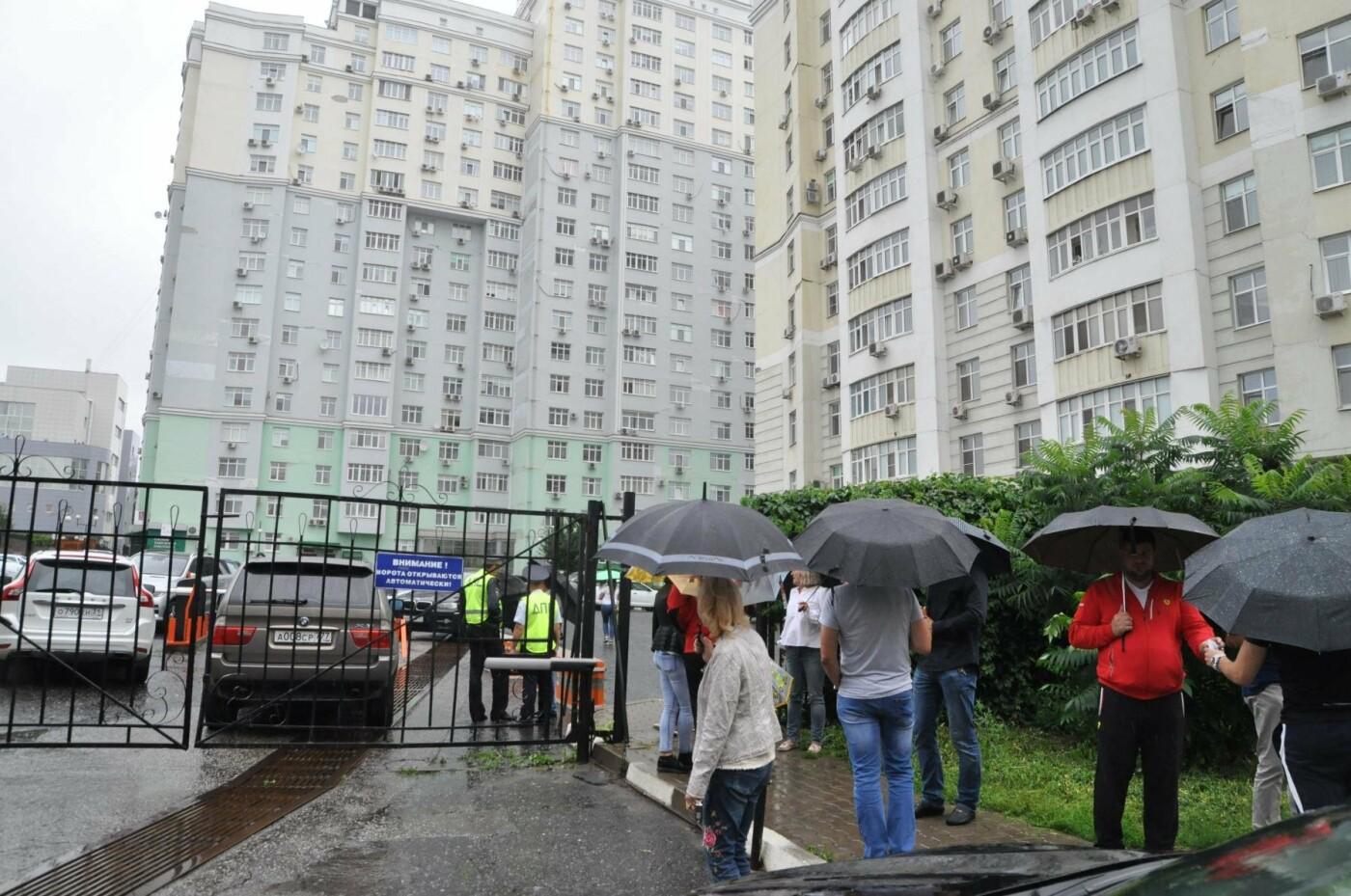 «Сдались нам тогда эти квартиры?». Как жители элитного ЖК отстаивают право на бесплатную парковку, фото-2