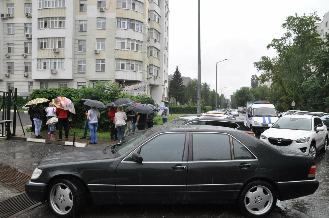 «Сдались нам тогда эти квартиры?». Как жители элитного ЖК отстаивают право на бесплатную парковку, фото-3