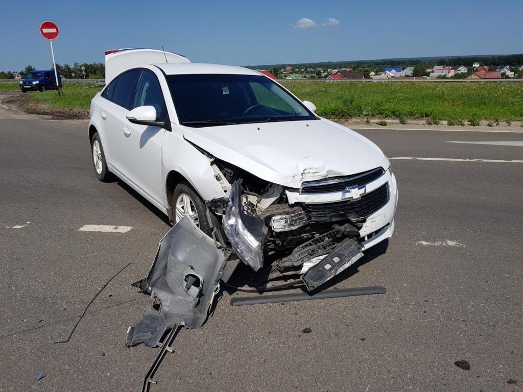 В Белгороде водитель «Форда» протаранил «Рено» и скрылся, фото-2