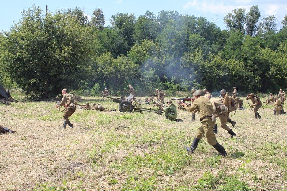 Реконструкторы воссоздали картину Курской битвы, фото-3