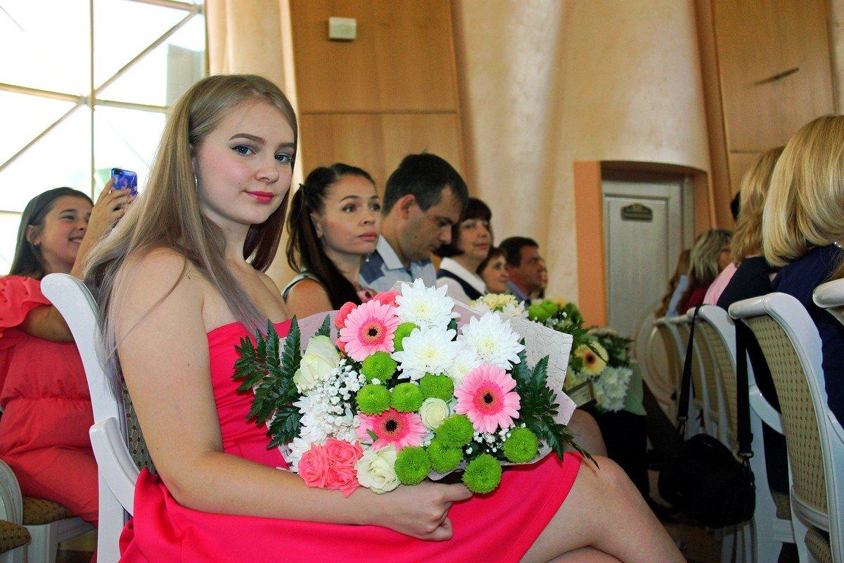 В Белгороде наградили выпускников-стобалльников, фото-4
