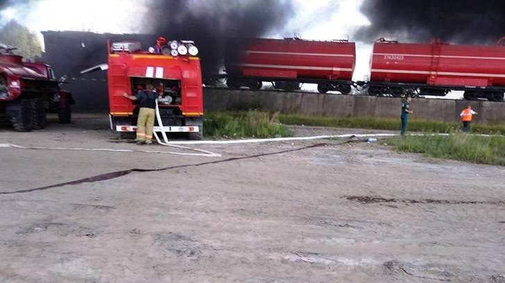 В Валуйском районе пожарный поезд тушил возгорание битума , фото-1