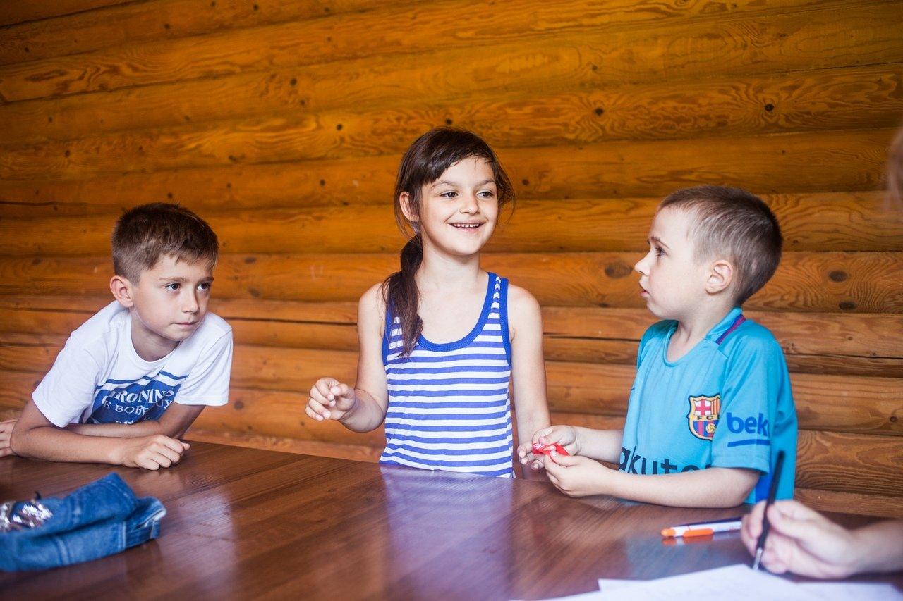В белгородском реабилитационном лагере «Мы можем всё» дети научились писать сюжеты к киносценариям, фото-4