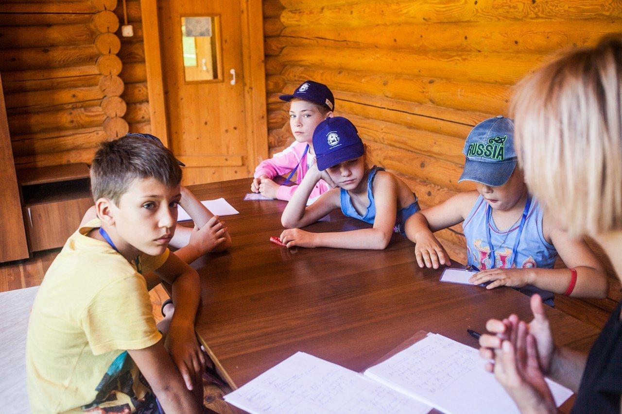 В белгородском реабилитационном лагере «Мы можем всё» дети научились писать сюжеты к киносценариям, фото-10