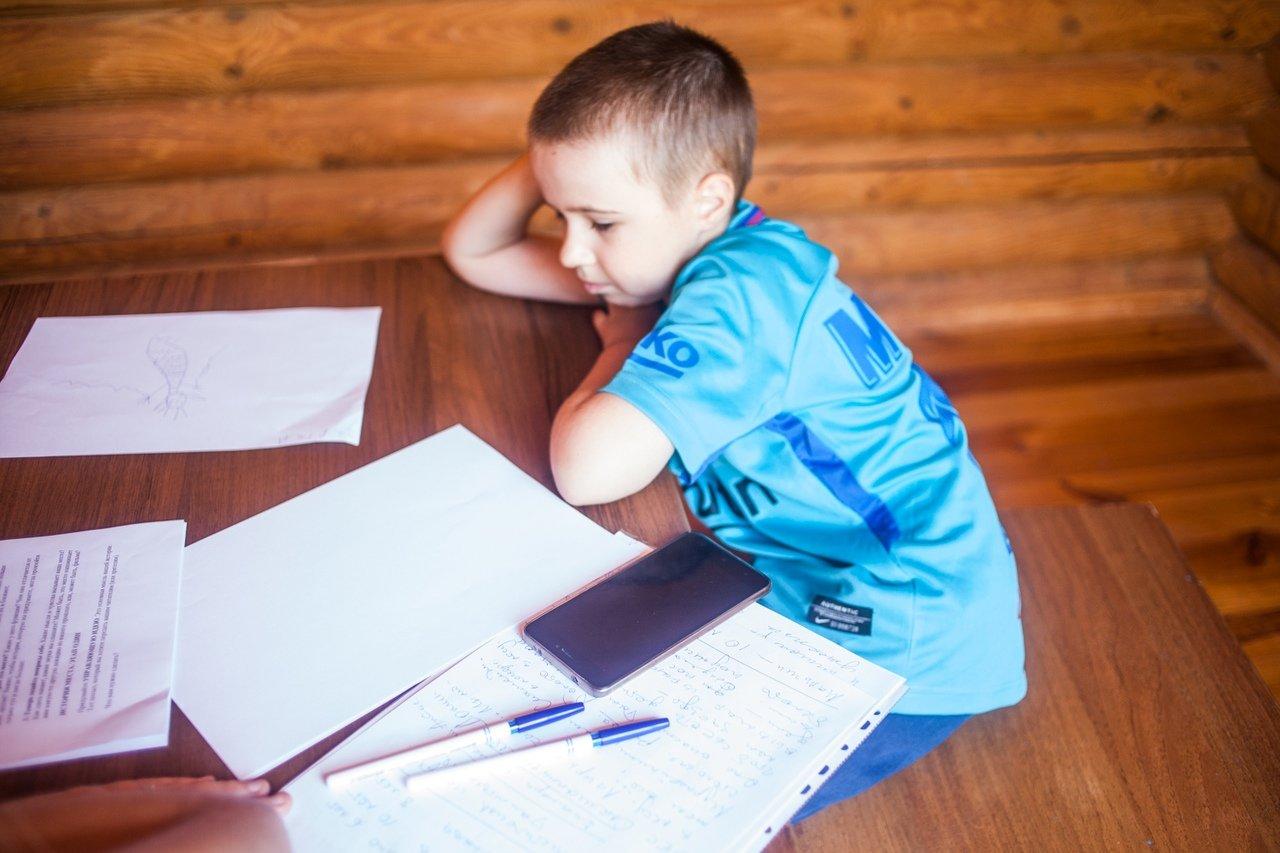 В белгородском реабилитационном лагере «Мы можем всё» дети научились писать сюжеты к киносценариям, фото-3