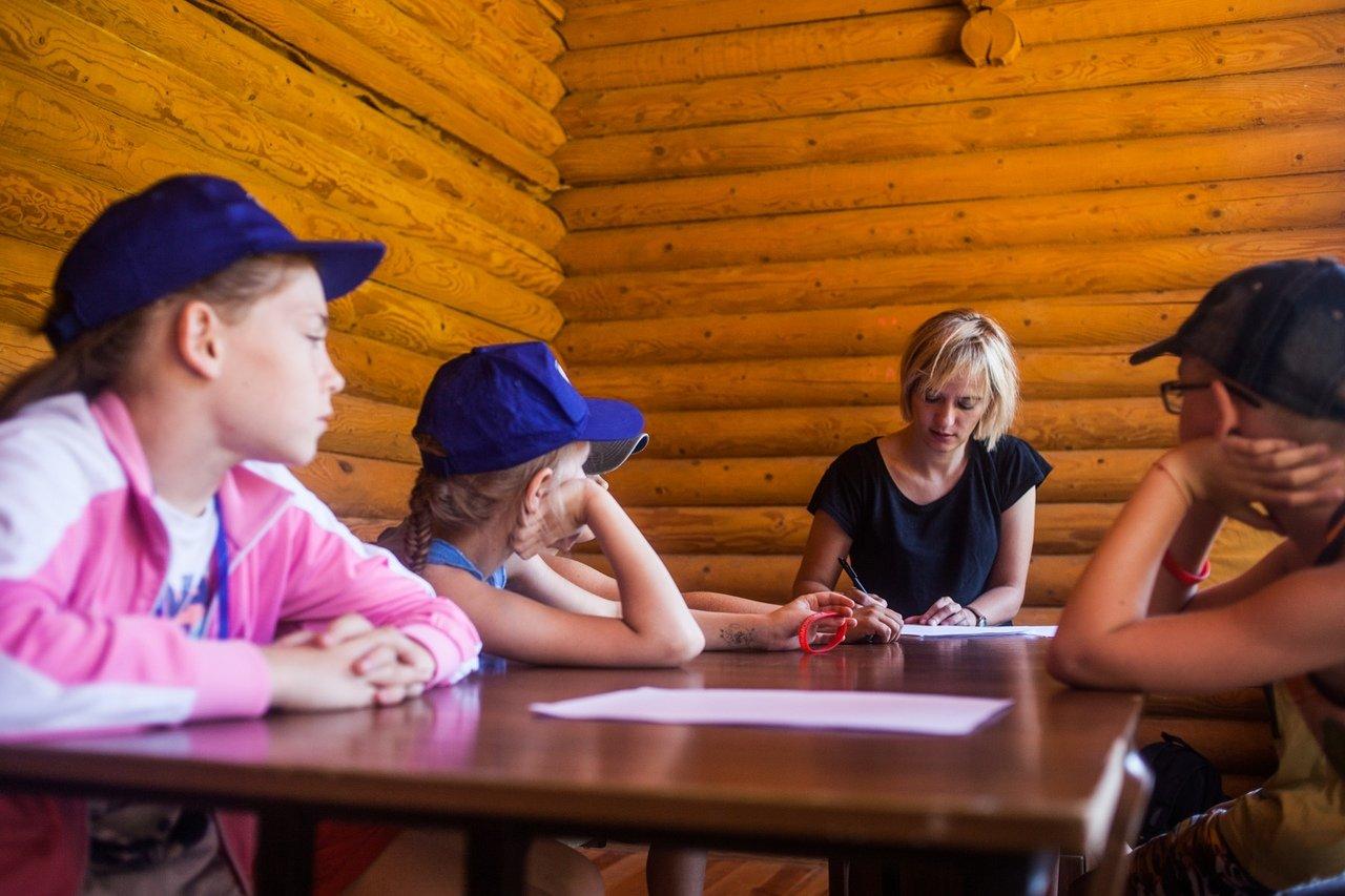 В белгородском реабилитационном лагере «Мы можем всё» дети научились писать сюжеты к киносценариям, фото-8