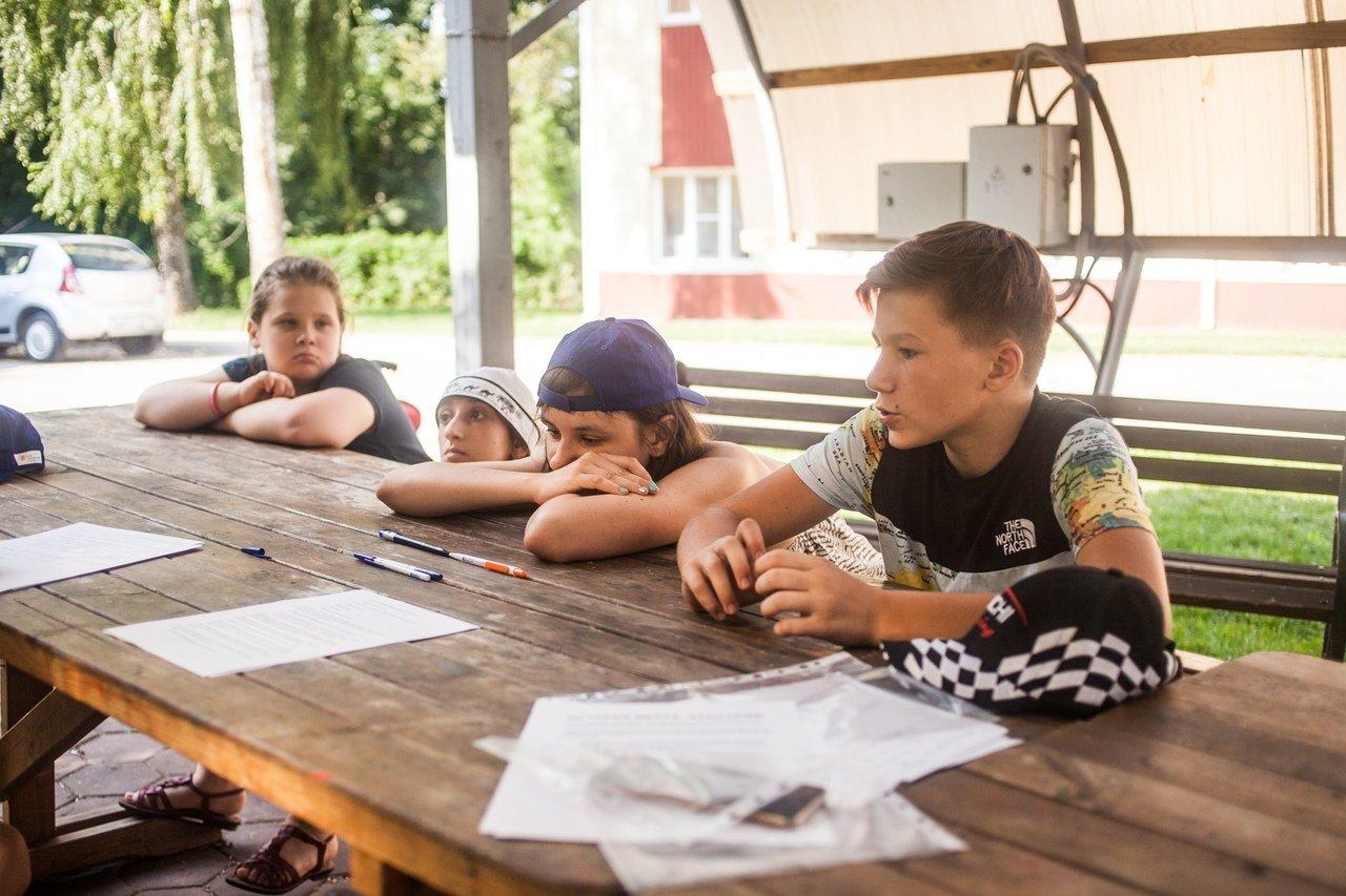 В белгородском реабилитационном лагере «Мы можем всё» дети научились писать сюжеты к киносценариям, фото-12