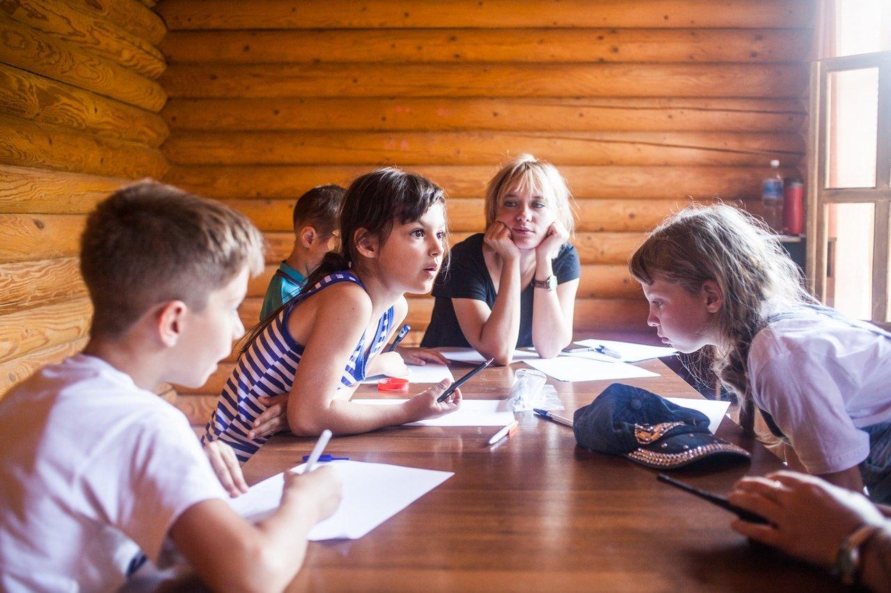 В белгородском реабилитационном лагере «Мы можем всё» дети научились писать сюжеты к киносценариям, фото-11