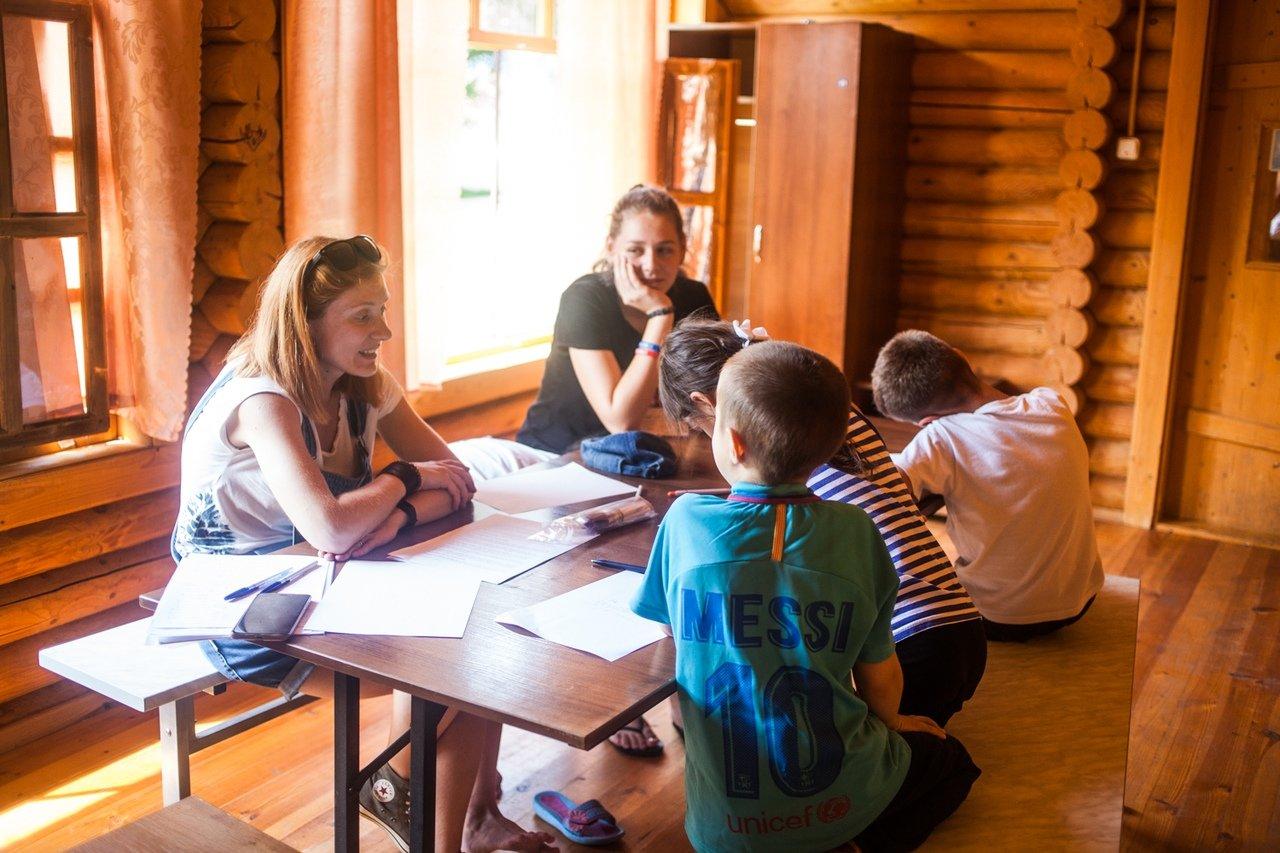 В белгородском реабилитационном лагере «Мы можем всё» дети научились писать сюжеты к киносценариям, фото-13