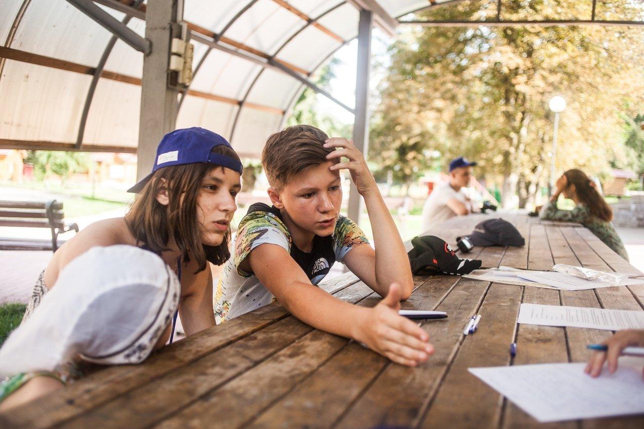 В белгородском реабилитационном лагере «Мы можем всё» дети научились писать сюжеты к киносценариям, фото-14