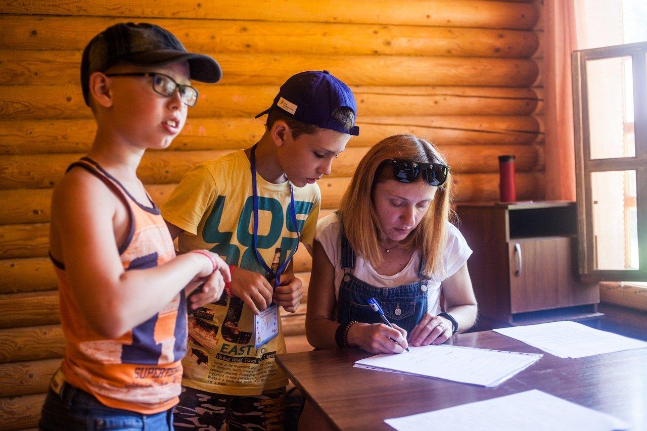 В белгородском реабилитационном лагере «Мы можем всё» дети научились писать сюжеты к киносценариям, фото-15