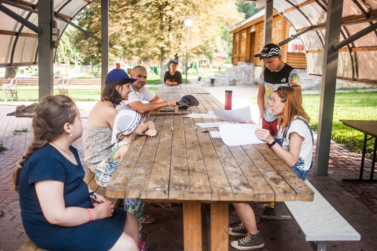 В белгородском реабилитационном лагере «Мы можем всё» дети научились писать сюжеты к киносценариям, фото-16