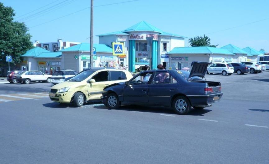 В Белгородском районе ВАЗ влетел в грузовик, фото-2