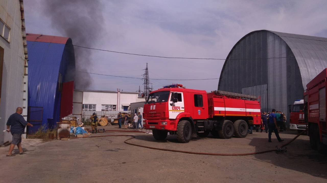 В Белгороде на Михайловском шоссе потушили складское помещение , фото-3