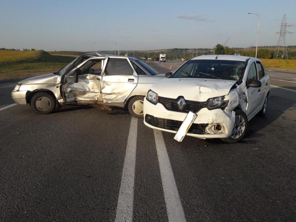 Невнимательные водители сбили двух несовершеннолетних белгородок , фото-2