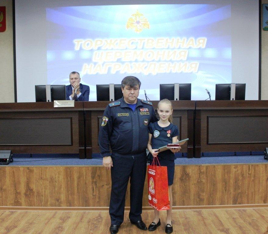 В Белгороде медалями МЧС наградили детей-героев, фото-1