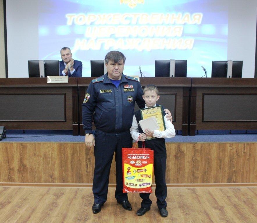 В Белгороде медалями МЧС наградили детей-героев, фото-3