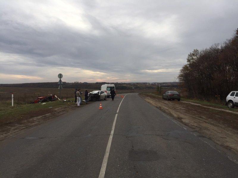 В Белгороде в лобовом столкновении «Тойоты» с ВАЗом погибли два человека, фото-2
