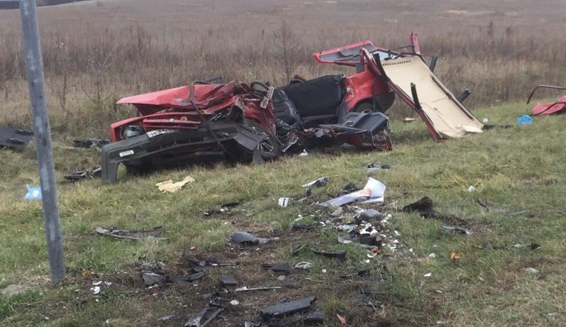 В Белгороде в лобовом столкновении «Тойоты» с ВАЗом погибли два человека, фото-1