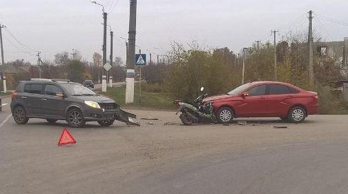 В Белгороде столкнулись четыре автомобиля, фото-5