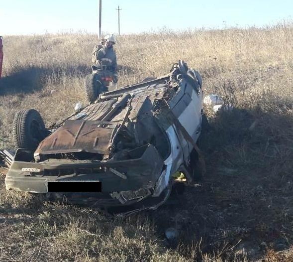 Под Белгородом водитель иномарки на высокой скорости врезался в дерево, фото-1