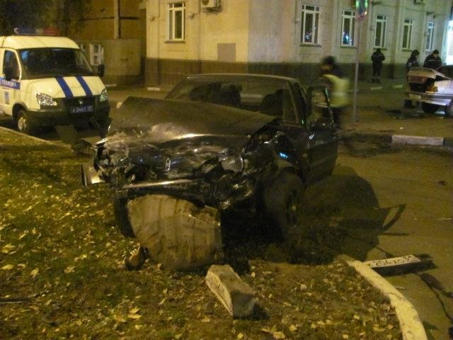 В Белгороде столкнулись два ВАЗа, фото-1