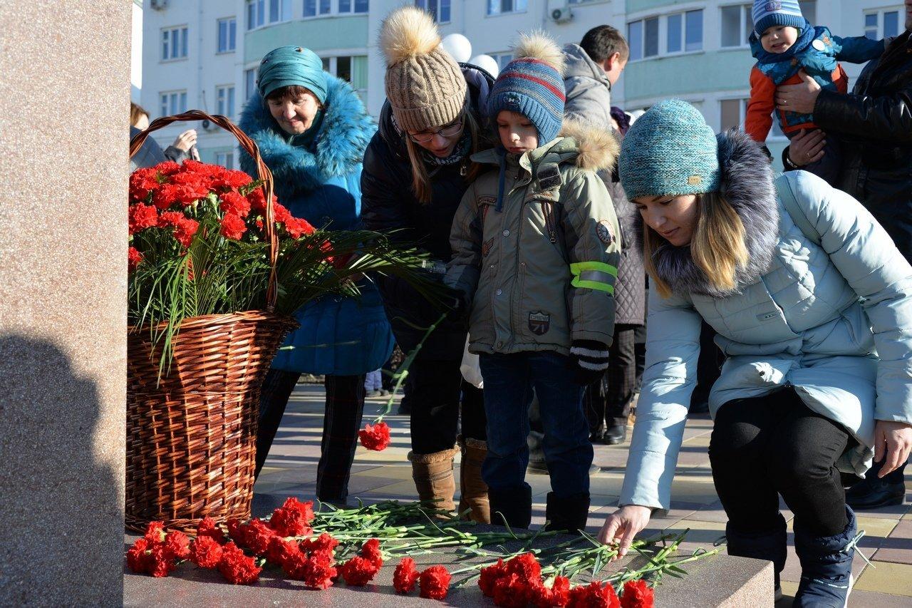 В Белгороде установили памятник Михаилу Шумилову, фото-2