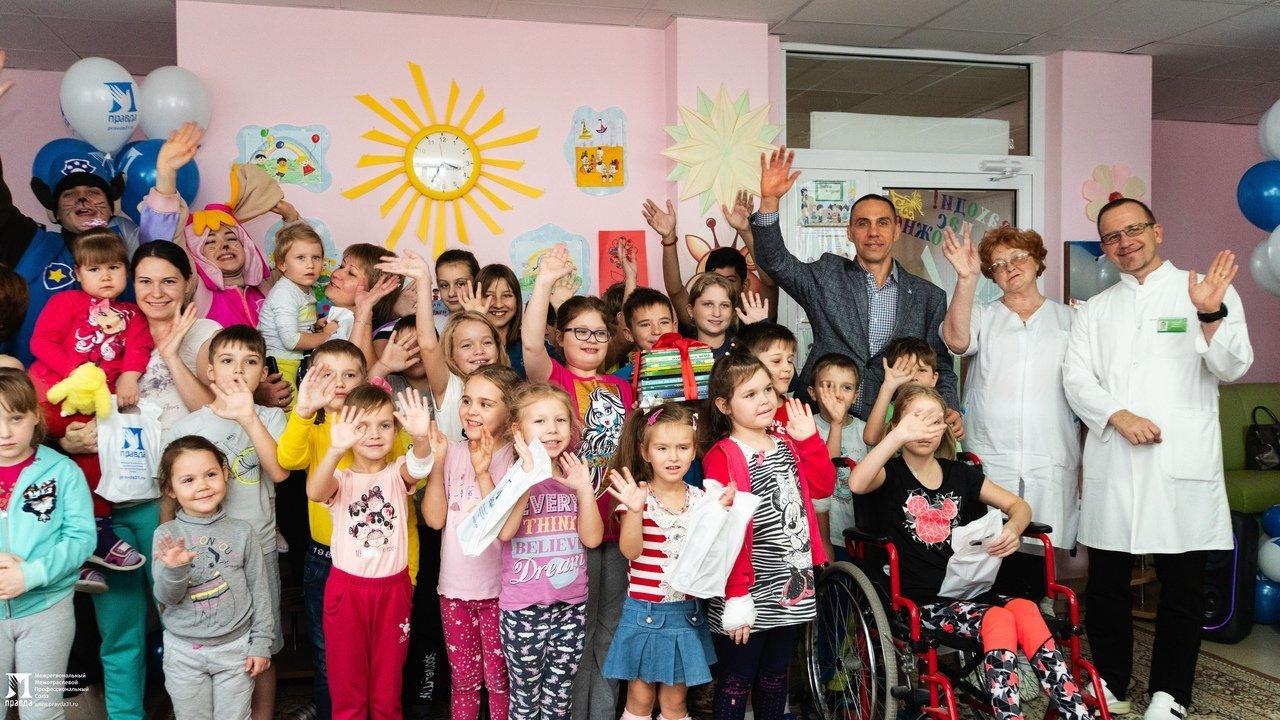 Пациенты детской областной больницы получили в подарок книги от профсоюза «Правда», фото-9