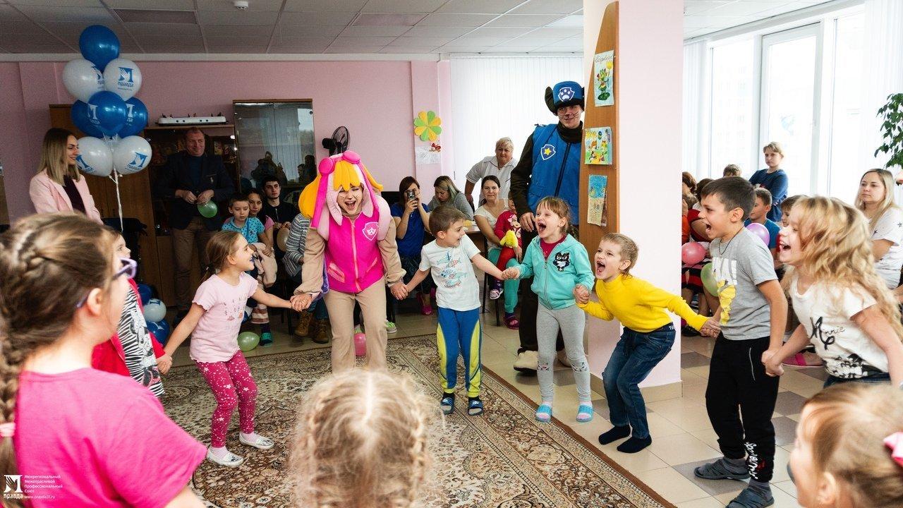 Пациенты детской областной больницы получили в подарок книги от профсоюза «Правда», фото-7