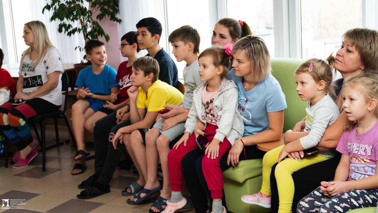 Пациенты детской областной больницы получили в подарок книги от профсоюза «Правда», фото-3