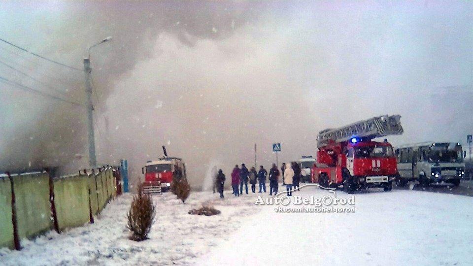 В Белгороде горит склад на улице Магистральной , фото-1