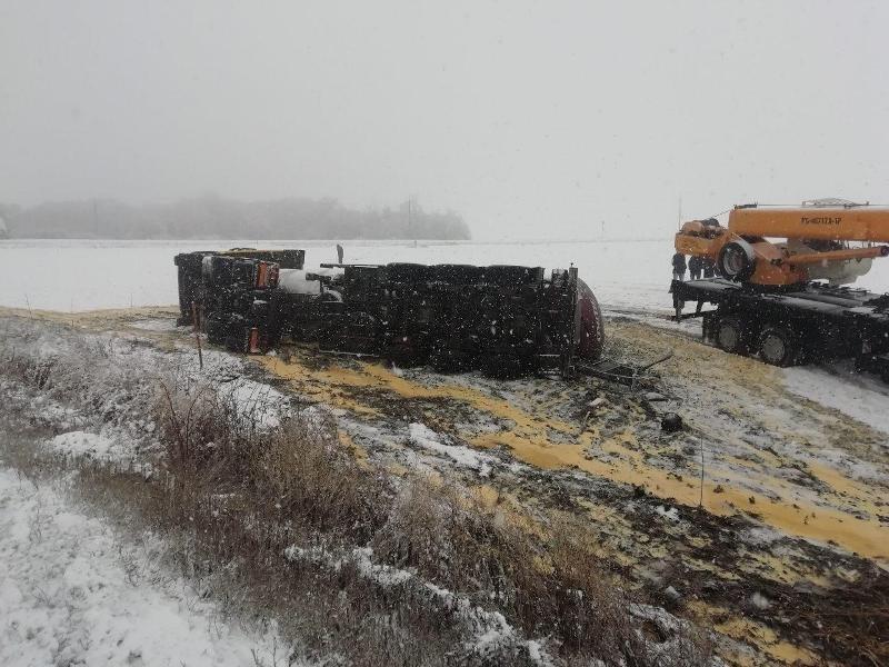 Под Белгородом «Мерседес» влетел под грузовик: водитель погиб, фото-1